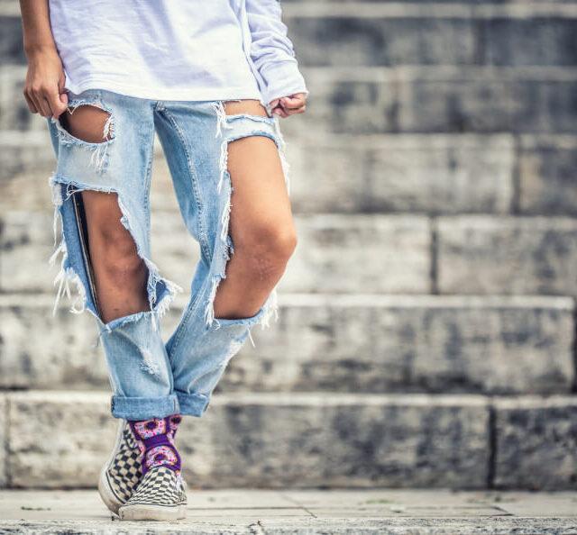 jak zrobić dziury w spodniach